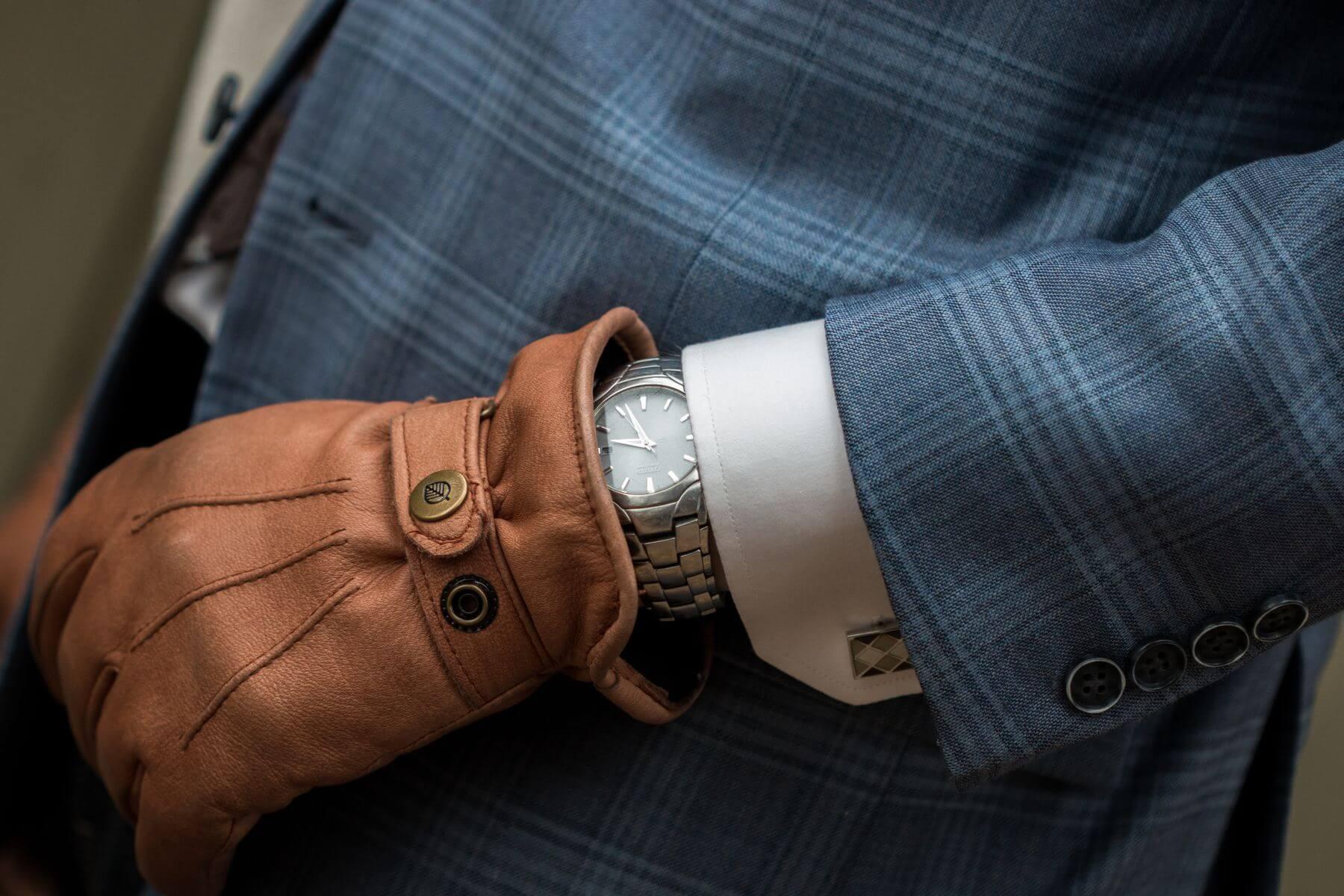 Stalowy, tytanowy, ceramiczny, a może drewniany? Jaki zegarek kupić?