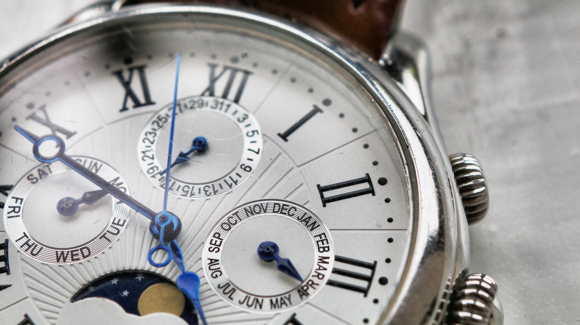 Dlaczego szkło mineralne w zegarku to dobry wybór?